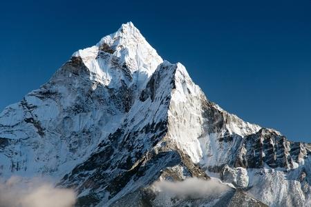 Photo pour beautiful view of mount Ama Dablam  way to Everest base camp  Nepal - image libre de droit