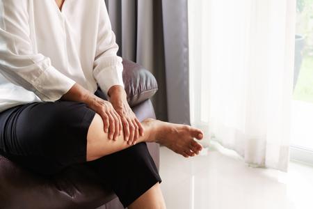 Photo pour leg cramp, senior woman suffering from leg cramp pain at home, health problem concept - image libre de droit