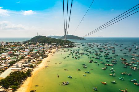 Photo pour The Longest Cable Car situated on the Phu Quoc Island in South Vietnam. - image libre de droit