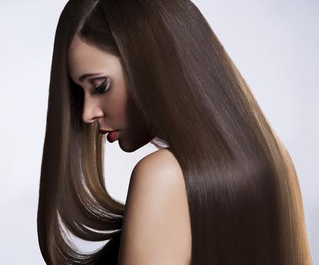 Photo pour Beautiful Woman with Healthy Long Hair - image libre de droit