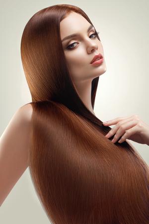 Photo pour Portrait of Beautiful Woman with Long Hair - image libre de droit