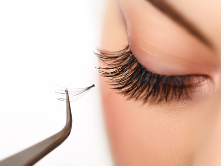 Photo pour Woman eye with long eyelashes on Eyelash extension - image libre de droit