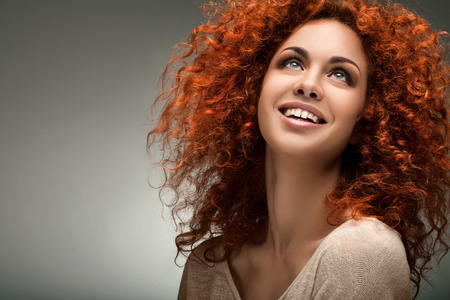 Photo pour Red Hair. Beautiful Woman with Curly Long Hair. - image libre de droit
