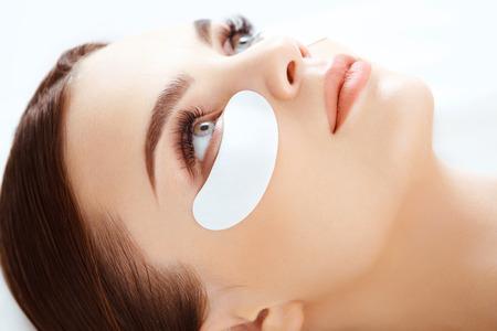 Foto de Cosmetic Treatment. Woman Eye with Long Eyelashes. Eyelash Extension - Imagen libre de derechos