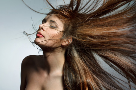 Photo pour Beautiful Woman with Healthy Long Hair. High quality image. - image libre de droit