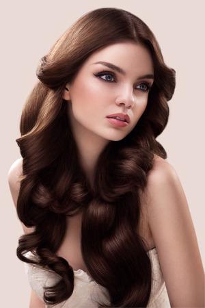 Photo pour Hair. Portrait of Beautiful Woman with Long Wavy Hair. High quality image. - image libre de droit