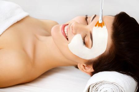 Photo pour Spa Mask. Woman in Spa Salon. Face Mask. Facial Clay Mask. Treatment - image libre de droit
