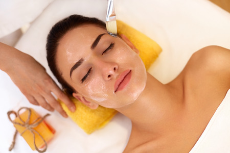 Photo pour Face Treatment. Woman in Beauty Salon Gets Marine Mask - image libre de droit