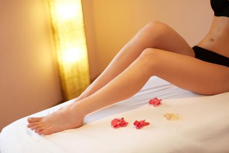 Photo pour Long Woman Legs. Young Woman Cares About Her Legs. - image libre de droit