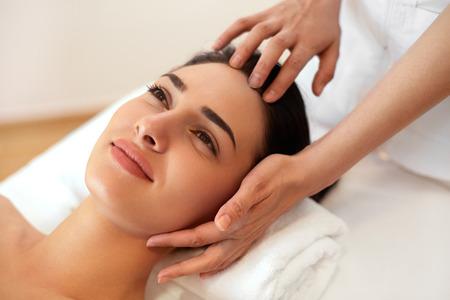 Photo pour Beautiful Young Woman Getting a Face Treatment at Beauty Salon. - image libre de droit