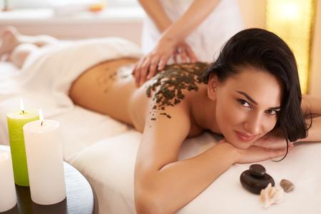 Photo pour Spa Woman. Brunette Getting a Marine Algae Wrap Treatment in Spa Salon - image libre de droit