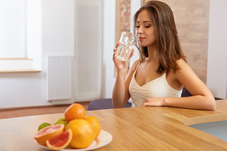 Photo pour Young Woman with glass of Water. Healthy Lifestyle - image libre de droit