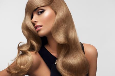 Photo pour Hair. Portrait of beautiful Blonde with Long Wavy Hair. High quality image. - image libre de droit