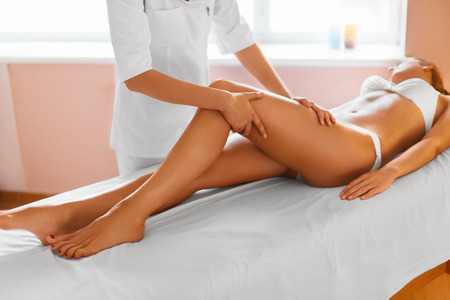 Photo pour Woman Legs. Body Care. Beautiful Woman Getting Leg Massage Treatment In Spa Salon. Skin Care, Wellbeing, Wellness, Lifestyle, Relaxing Procedure. - image libre de droit