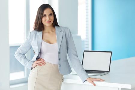 Foto de Shot of a Businesswoman at Work in an Office - Imagen libre de derechos