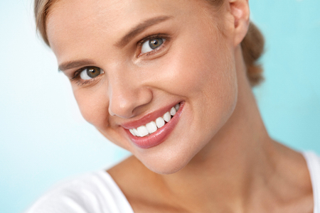 Photo pour Beautiful Smile. Closeup Portrait Of Beautiful Happy Young Woman With Perfect White Teeth, Fresh Beauty Face And Healthy Soft Skin Smiling. Woman's Health, Skin Care Concept. High Resolution Image - image libre de droit