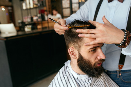 Photo pour Men Haircut. Barber Cutting Man's Hair In Barber Shop. Male Hairdresser Working In Hair Salon. High Resolution - image libre de droit