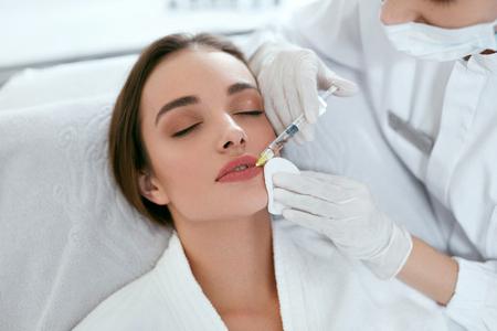 Photo pour Lip Augmentation. Woman Getting Beauty Injection For Lips, Facial Beauty Procedure. High Resolution - image libre de droit