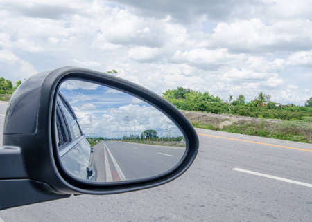 Photo pour road and blue sky,rear view in car mirror - image libre de droit