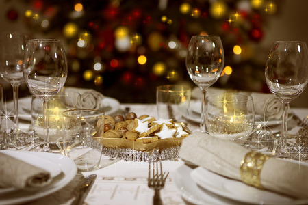 Photo pour Festive table with christmas tree in the background - image libre de droit