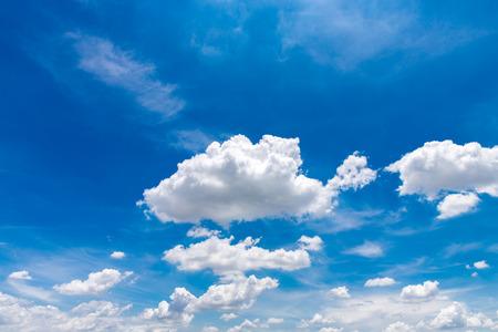 Photo pour Blue sky and clound background - image libre de droit