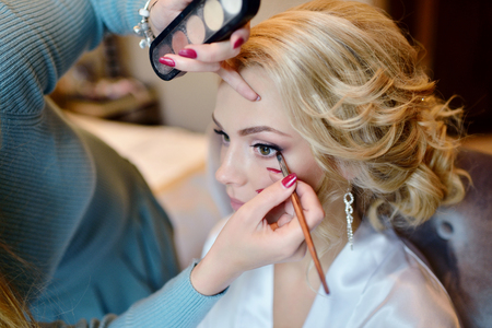 Photo pour Wedding makeup artist making a make up for bride. - image libre de droit