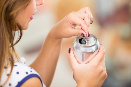 Photo pour pretty brunette and an blank soda on a restaurant - image libre de droit