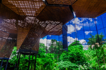 Photo pour Beautiful architectural woodden structure in a botanical greenhouse in Medellin - image libre de droit