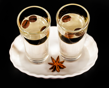 Foto de aromatic anise alcohol with coffee beans in a glass, drink set, party drink - Imagen libre de derechos