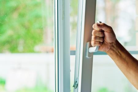 Photo pour window with mosquito net - image libre de droit