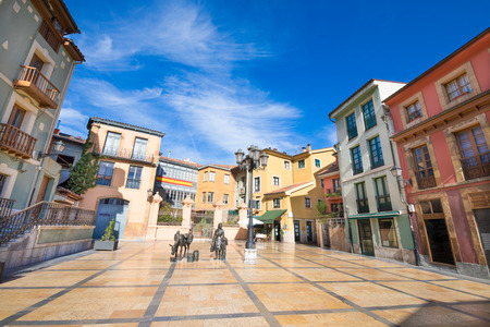 Photo pour Trascorrales Square, beautiful and famous place in old town of Oviedo city, Asturias, Spain, Europe - image libre de droit