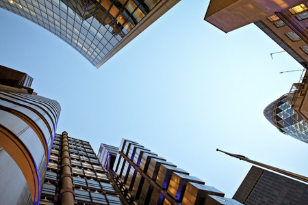 Photo pour Famous skysrcapers in the financial district of London - image libre de droit
