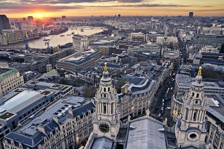 Photo pour London at twilight view from St. Paul's Cathedral - image libre de droit