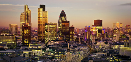 Photo pour City of London one of the leading centres of global finance.This view includes Tower 42 Gherkin,Willis Building, Stock Exchange Tower and Lloyds of London and Canary Wharf at the background. - image libre de droit