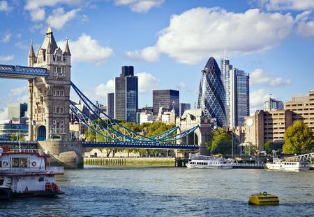 Photo pour Financial District of London and the Tower Bridge - image libre de droit