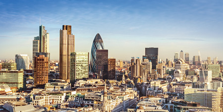 Foto de City of London one of the leading centres of global finance. This view includes Tower 42, Gherkin,Willis Building, Stock Exchange Tower, Lloyds of London and Canary Wharf at the background. - Imagen libre de derechos
