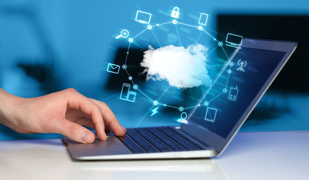 Foto de Hand working with a Cloud Computing diagram, new technology concept - Imagen libre de derechos