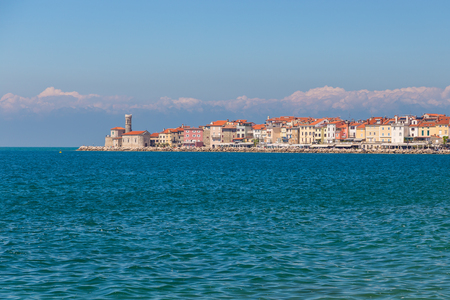 Foto de Piran town in southwestern Slovenia on the Gulf of Piran on the Adriatic Sea.  - Imagen libre de derechos
