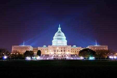 Photo pour Capitol hill building at night illuminated with light, Washington DC.  - image libre de droit
