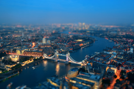 Foto de London aerial view panorama at night with urban architectures and Tower Bridge. - Imagen libre de derechos