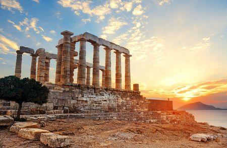 Photo pour Sunset at Temple of Poseidon near Athens, Greece. - image libre de droit