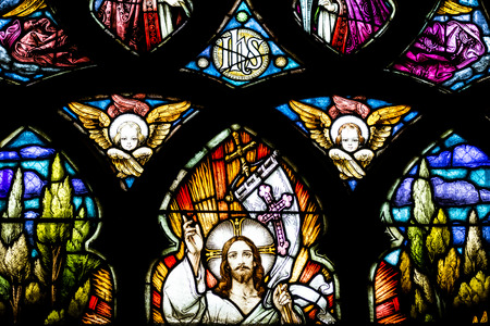 Photo pour CLUJ NAPOCA, ROMANIA - AUGUST 21, 2014: Jesus Christ Resurrection Stained Glass Window Inside The Gothic Roman Catholic Church of Saint Michael Built In 1390. - image libre de droit