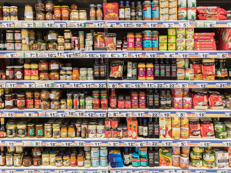 Photo pour BUCHAREST, ROMANIA - JANUARY 20, 2015: Canned Food And Special Sauces For Sale On Supermarket Stand. - image libre de droit