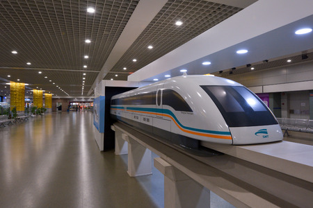 Photo pour SHANGHAI, CN - MAR 15 2015:Model of Shanghai Maglev Train in the Train Station. The line is the first commercially operated high-speed magnetic levitation line in the world - image libre de droit