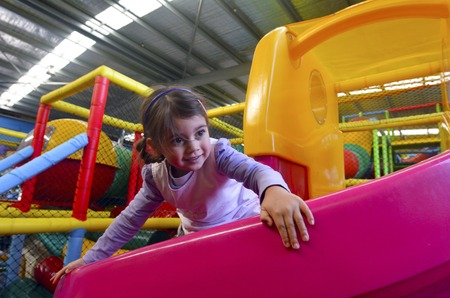 Photo pour Little girl play in indoor playground. - image libre de droit