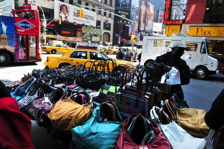 Photo pour NY - OCT 11:Fake Designer  Handbags on display on October 11 2009 in Manhattan New York.The counterfeit goods industry causing a loss of $600 billion around the world, with the US facing the most economic impact - image libre de droit