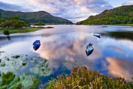Photo pour Boats on water in Killarney National Park, Republic of Ireland, Europe - image libre de droit