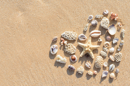 Foto de Heart shape made of stones and shells parts - Imagen libre de derechos