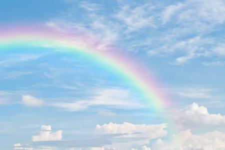 Foto de rainbow in blue sky - Imagen libre de derechos