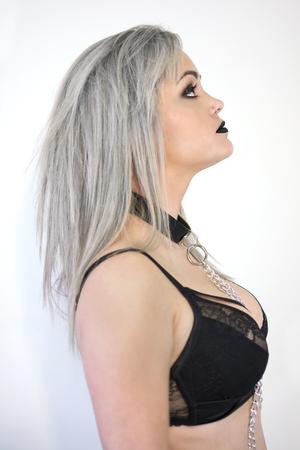Foto de Woman in black underwear, with chains on her neck. - Imagen libre de derechos